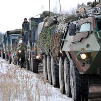 По дорогам Эстонии движутся колонны бронетехники
