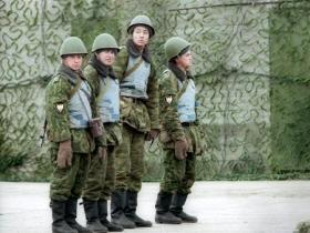 """Из-за военных учений """"Восток-2010"""" уже отслуживших солдат не отпускают домой"""